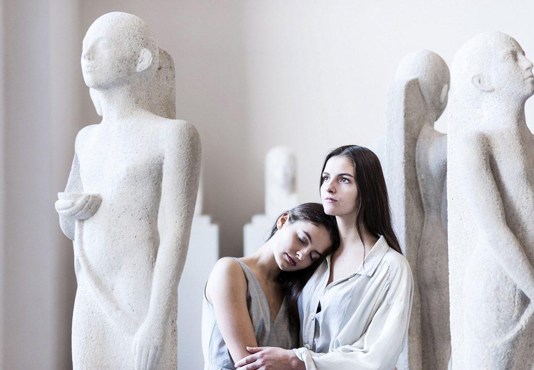 two-sisters-mode-shoot-photographer-lukasvonloeper-in-berlin